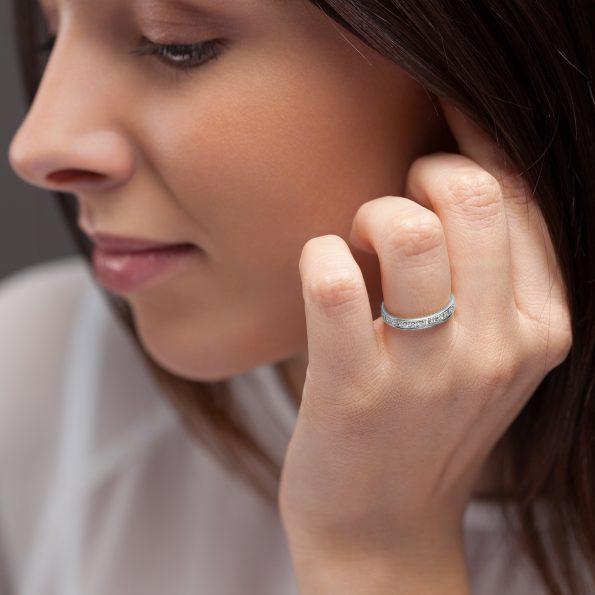 Bague L'Éternelle 2,5 mm en or gris palladié 18k et diamants avec visage