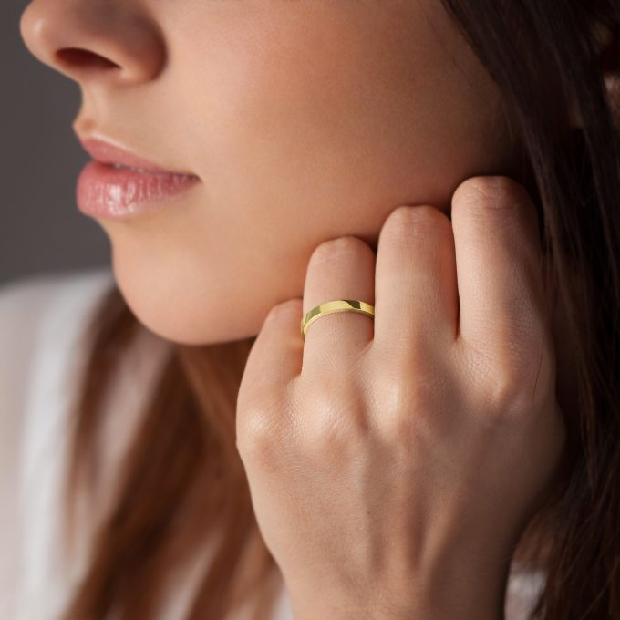 Bague La Contemporaine en or jaune 18k 2,5mm avec visage