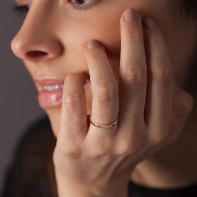 Bague La Contemporaine en or rose 18k 2mm avec visage