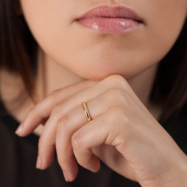 Bague La Parisienne en or rose 18k 2,5mm avec visage