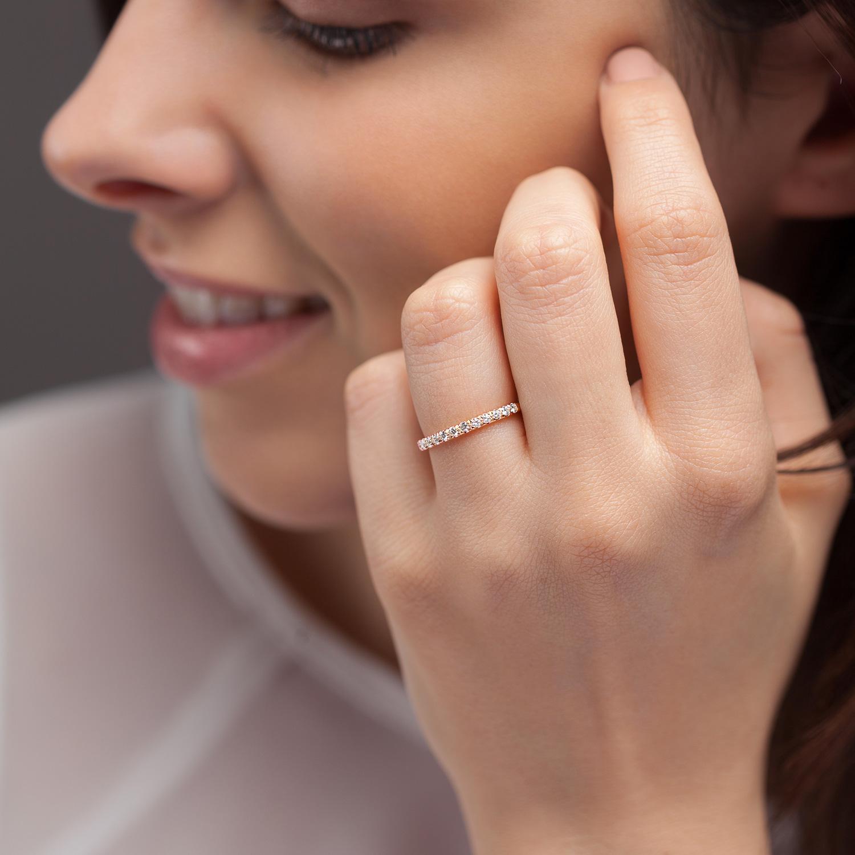 Bague La Poudrée en or rose 18k 2 mm et demi-tour diamants avec visage