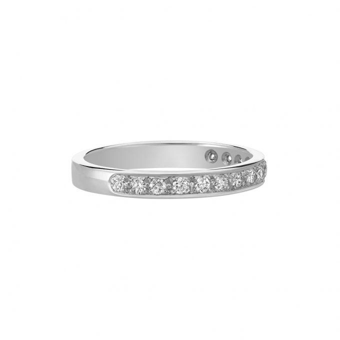 Vue Face - Bague L'Éternelle en or gris palladié 18k 2,5 mm et demi-tour diamants