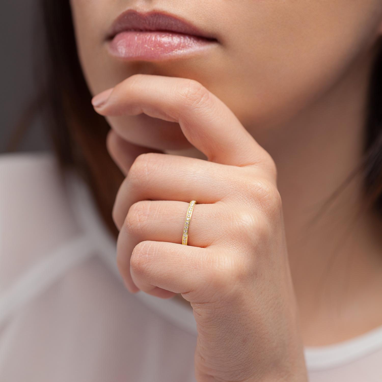 Bague L'Éternelle 2 mm en or jaune 18k et diamants avec visage