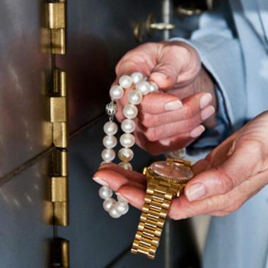Sécuriser ses bijoux pendant les vacances